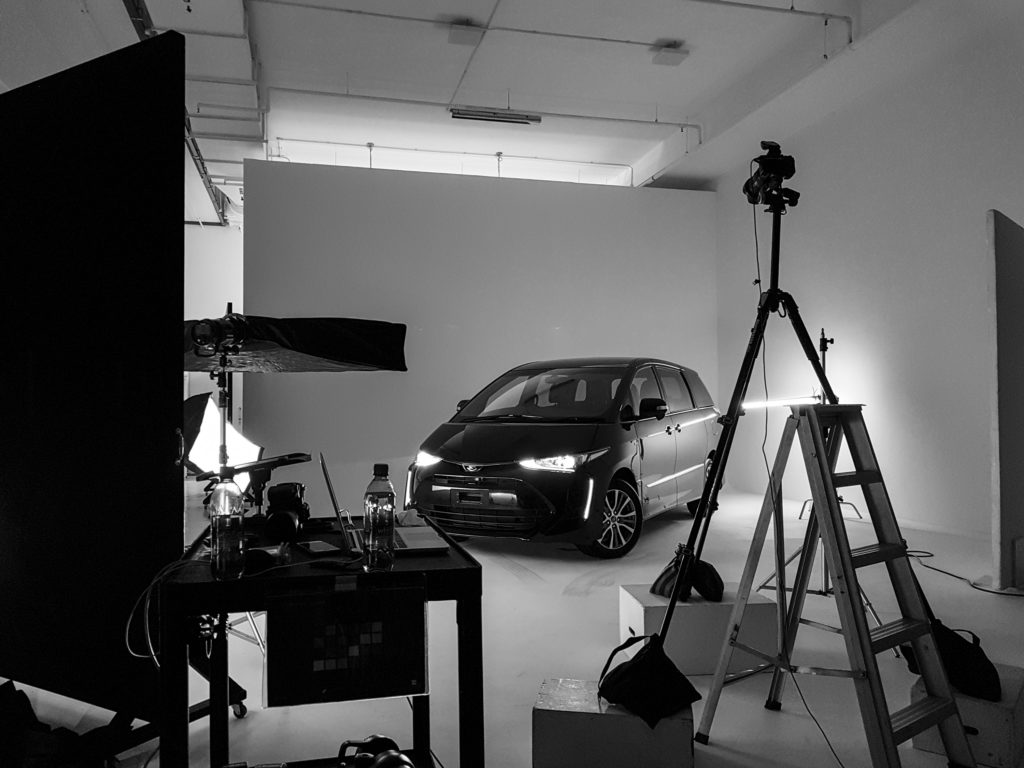 behind-the-scenes image of a car photoshoot