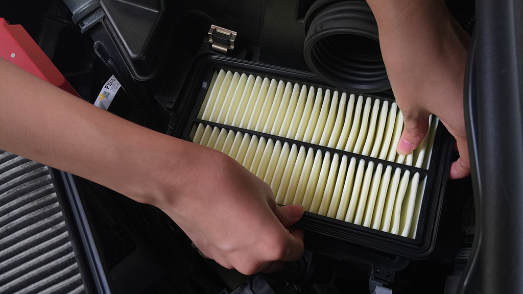 Maintaining your car at home |  Engine air filter check and replacement