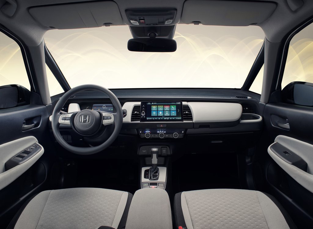 Interior of the Honda Jazz e:HEV – AutoApp