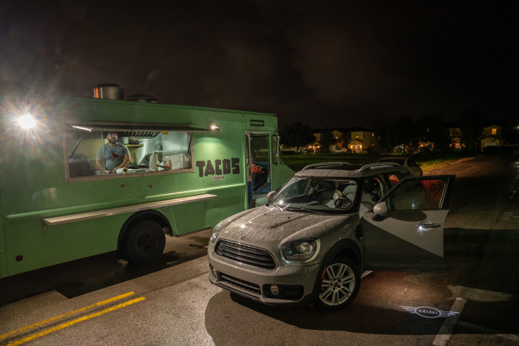 Taco truck next to a MINI COuntryman in Florida – AutoApp