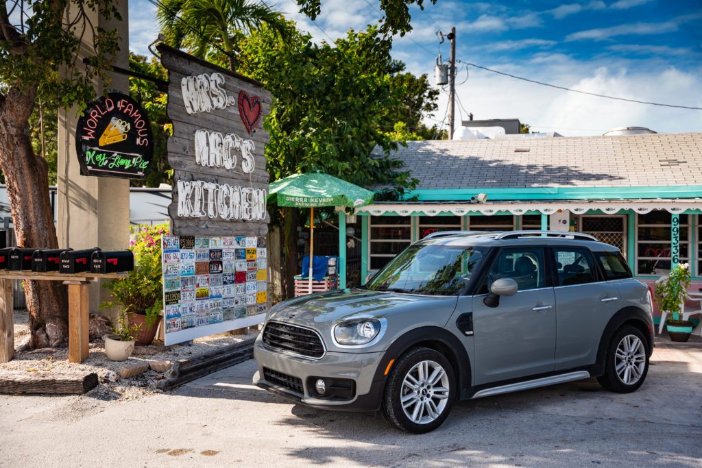MINI Countryman parked in front of Mrs Mac's Kitchen – AutoApp