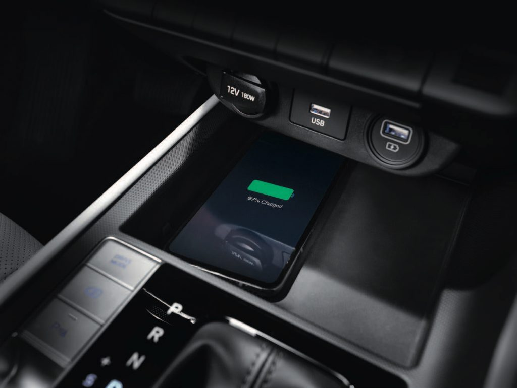 WIreless charging tray in the 2021 Hyundai Avante (Elantra)